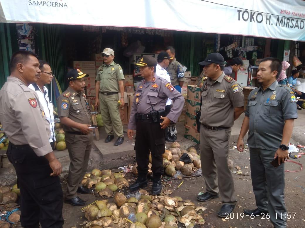 Satpol PP Kota Serang Tertibkan PKL di Kelapa Dua